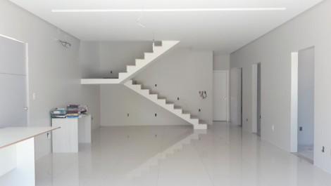 Casa Duplex com 4 suítes, Varanda, 2 Vagas – Matatu de Brotas