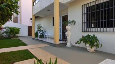 Santa Teresa – Casa Duplex com 4/4 sendo 2 suítes, Varanda, + de 4 vagas